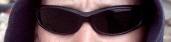 Unzählige Male ist Lara Croft darin gesprungen, gehechtet und gekrochen - das knallenge Outfit hat darunter nicht gelitten. Seit heute haben die Croft-Originalklamotten gegen 7030 Euro einen neuen Besitzer. Hier schon mal die Muetze und die Brille.